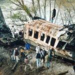 Рекетиран путнички воз пун путника: железнички мост на улазу у Грделичку клисуру